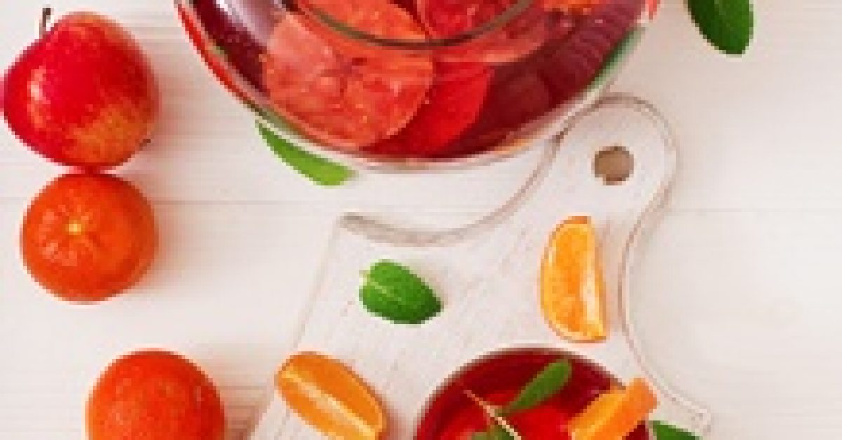 sangria-with-fruits-mint-white_2829-11064