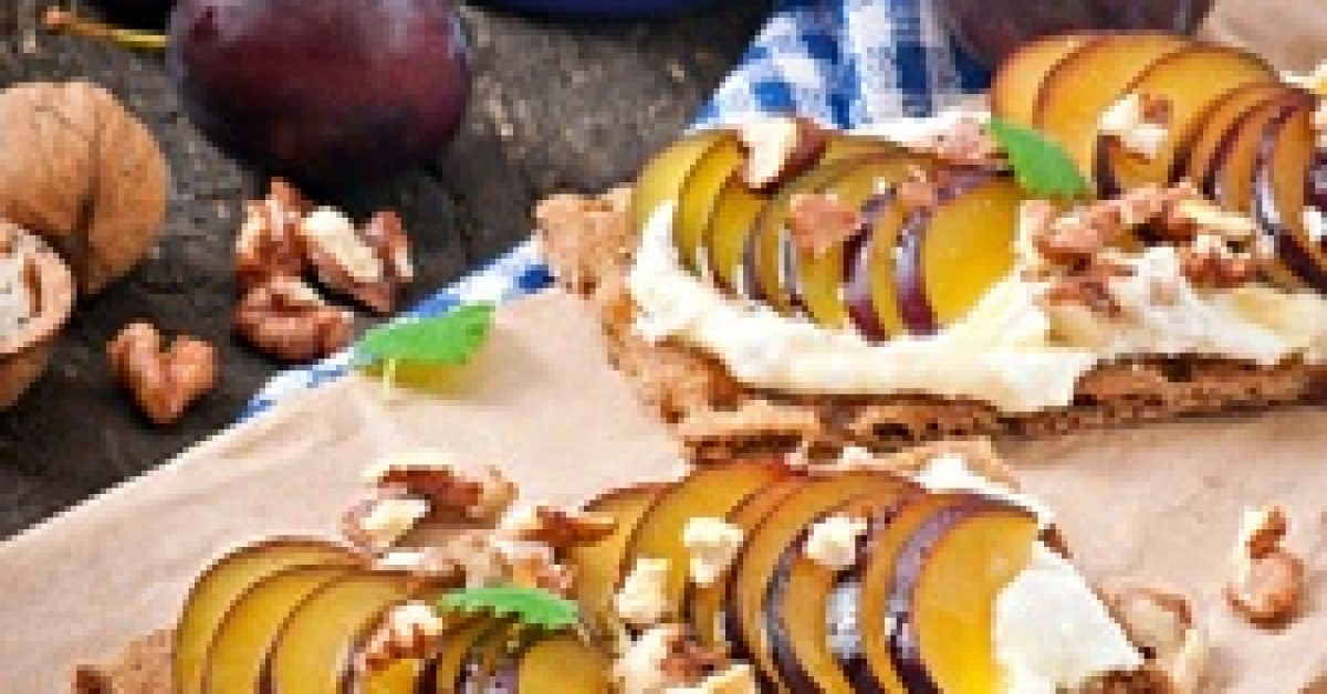vegetarian-diet-sandwiches-crispbread-with-cottage-cheese-plums-nuts-honey-old-wooden_2829-11138